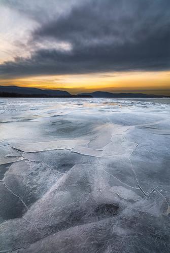 winter newyork ice sunrise river hudsonriver winterlight hudsonvalley beaconny hudsonhighlands longdockpark