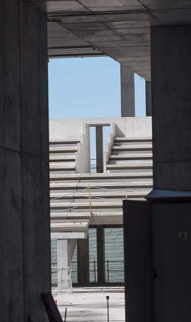 A glimpse of the tiers or seats- Una ojeada a las gradas