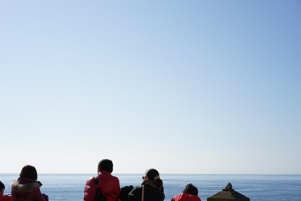 江の島の海へ3