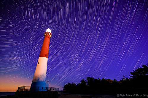 sky usa lighthouse night stars landscape newjersey nightshot unitedstates outdoor longbeachisland astrophotography barnegat barnegatlighthouse fujifilmxt1 rokinon12mmf2