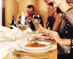 Különleges eseményre, vacsorára készül? Ne csak a saját megjelenését, az utazását is tegye varázslatossá – méghozzá luxusautóinkkal!