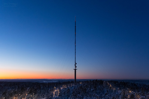 blue winter sunset orange snow beautiful yellow norway forest wow amazing twilight no naturallight bluehour viewpoint halden telecommunication østfold telecomtower radiocommunication radiocommunicationtower tvsignals høyås