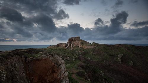 cloud 3 castle canon eos islands coast ruins dusk iii ruin jersey 5d chateau channel mk mkiii mk3 2470mm canon2470mm28 canon2470mm grosnez canon5dmkiii canon2470mm28ii