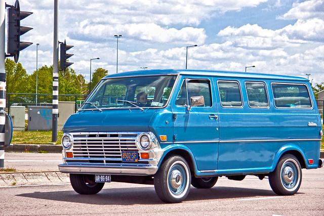 Ford Club Wagon Chateau 1969 (4684)