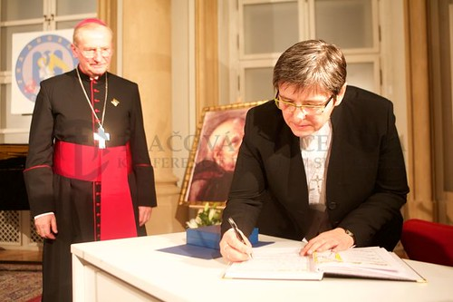 Mons. František Rábek a sr. Iva Kúšiková