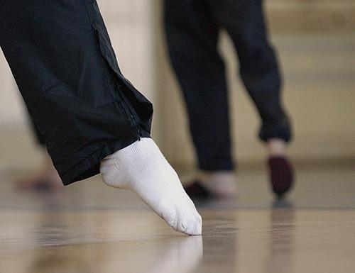 03_danceclass_toes