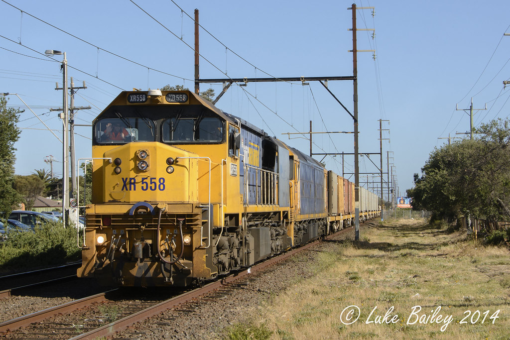 XR558-BL29 with #9556 up Long Island goods at Edithvale by Luke's Rail Gallery