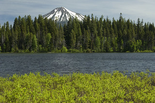 Mt McLoughlin and Fourmile Lake, Rogue River Siskiyou National Forest | by Forest Service Pacific Northwest Region