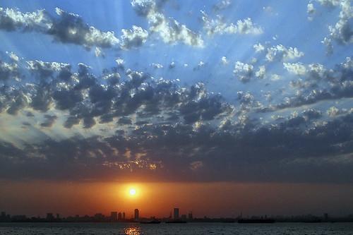 sky india 3 reflection water skyline clouds canon eos bay cityscape searchthebest bigma indian highcontrast bombay fujifilm maharashtra mumbai superia400 eos3 in canoneos3 glitteringwater c41 sigma50500 anindo anindoghosh fujicrystal400