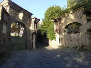 Fancy gate on the way to Fiesole | by Nathan Mizrachi