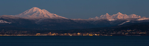 city winter usa volcano washington glaciers pacificnorthwest bellingham bluehour mtbaker twinsisters kulshan latierraunparaiso