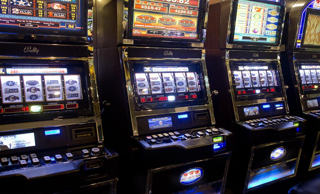 Slot machines gambling gaming casino | Slot machines gamblin… | Flickr