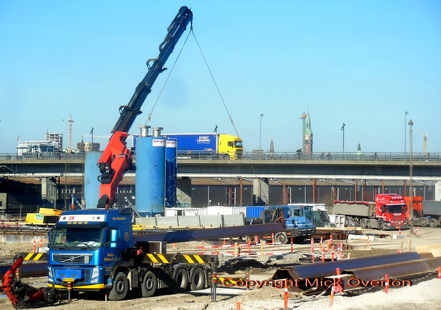 Volvo FM AA16662 crane at work with Scania + DAF behind