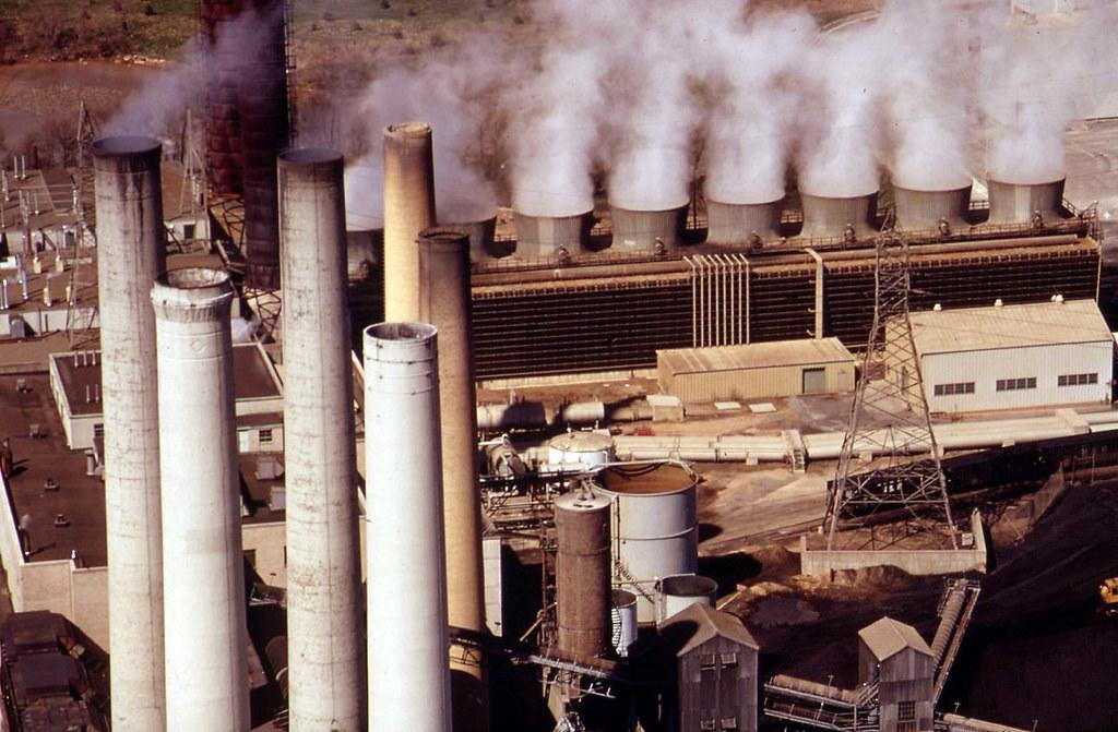 燃煤發電廠。圖片來源:Stuart Rankin(CC BY-NC 2.0)。