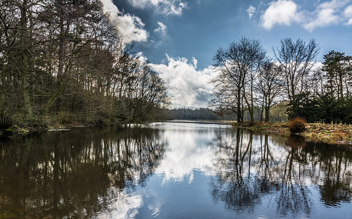 camera uk blue trees light england sky house lake water clouds rural outside woods nikon estate district derbyshire peak duke nikkor emperor chatsworth refections devonshire imagesofengland