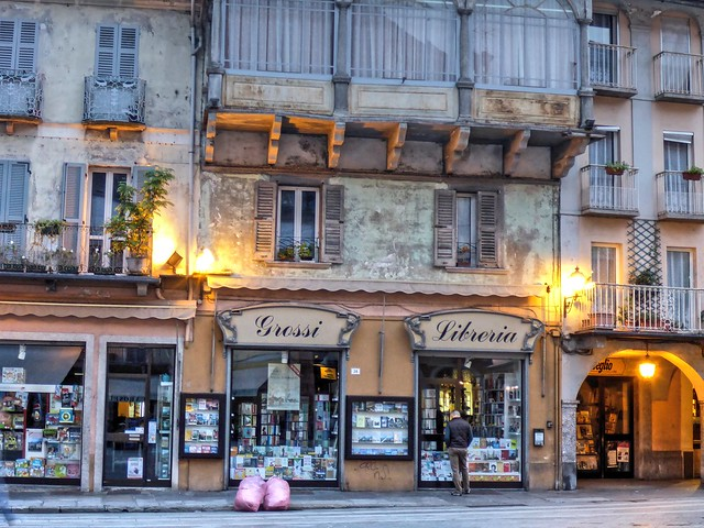 Blue Hour on Piazza del Mercato, Domodossola 02