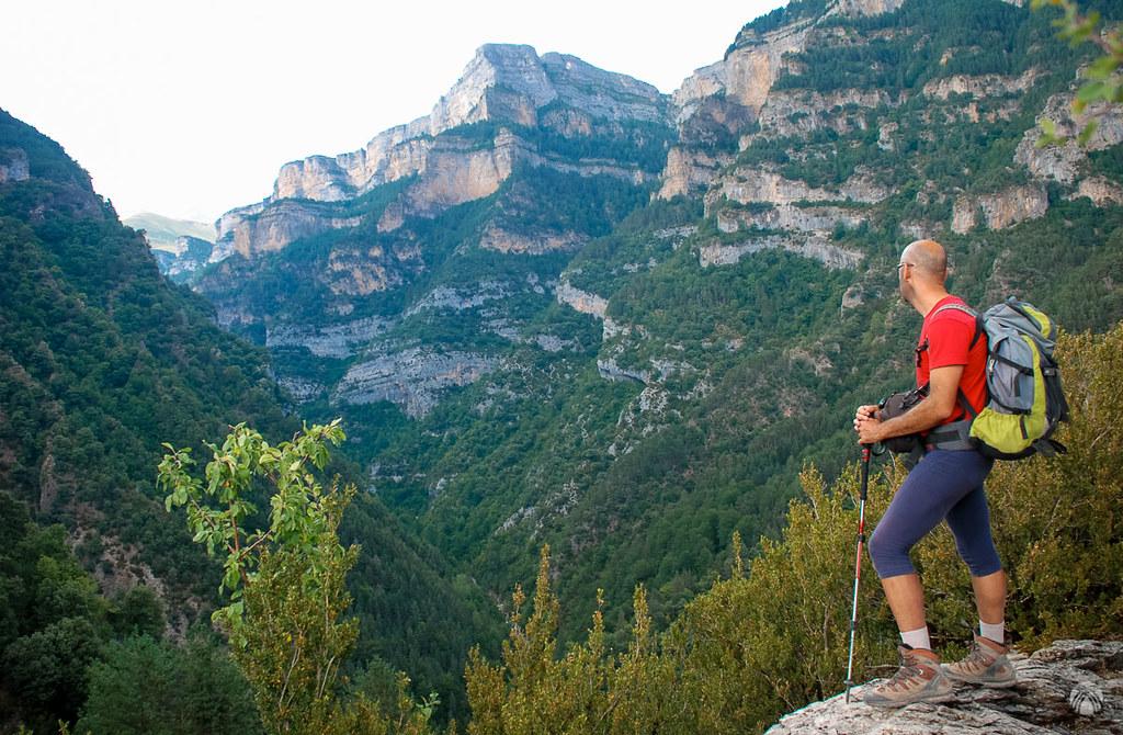 Mirando al cañón de Añisclo