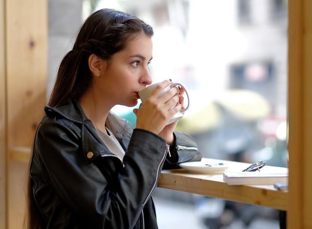Tomando un té - Joanna 01