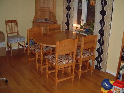 Matsalsbord med stolar