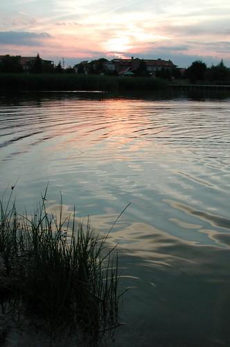 Lago omszki-to al anochecer