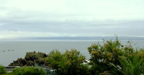 Nascer do dia em São Jorge, com a ilha do Pico ao fundo