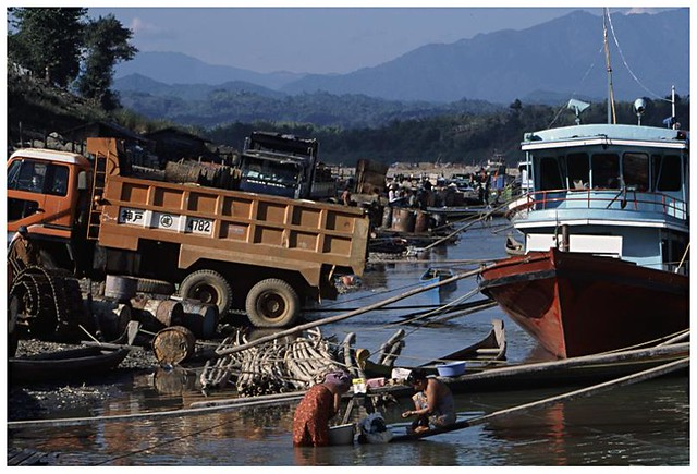 busy life on chindwin river