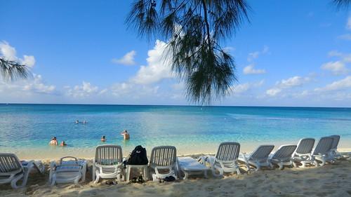wasser water ocean sea meer caribbean karibik kueste coast beach strand outdoor america middleamerica sun landschaft landscape ufer küste caymanislands bluesky saltwater dreambeach