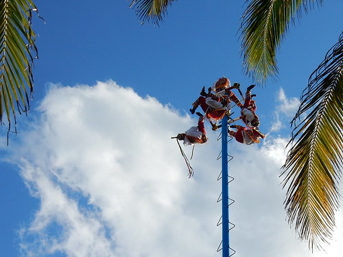 Playa del Carmen - voladores laten zich vallen