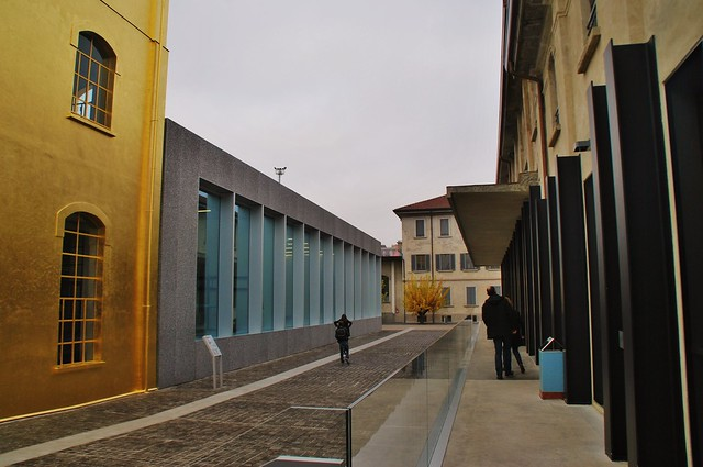 11 Milán Largo Isarco 2 Via Orobia Fondazione Prada Rem Koolhaas OMA 2008-15 Acceso Pab. Biblioteca-Bar Podium y Haunted House 151115. 1075