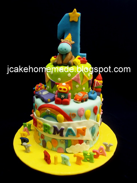 Adnimals and toys cake