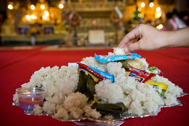 LAO254 Offerings - Luangprabang 195 - Laos