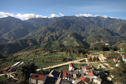View over the Fansipan peak from Sa Pa | by Scalino