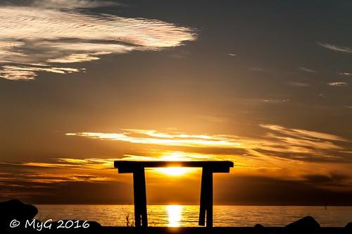 zen myg 2016 nikon nikkor18105 nature nightscape nikkor d90 dephtoffield dof dream banc bench sea cloud sun sunset sundown serenity gold goldenhour shadows silhouette contrejour mygphotographiewixsitecommyg2017