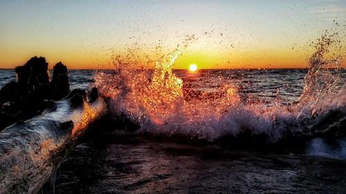 sun lake ontario canada sunrise outdoors dawn waves explore scarborough splash bliss westhill greatlake seenonmyrun