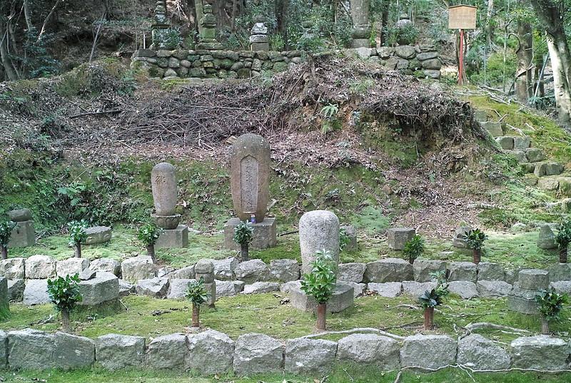 補陀落渡海上人の墓