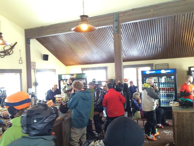 日, 2016-01-31 13:31 - High Camp Warming Hut内の賑わい