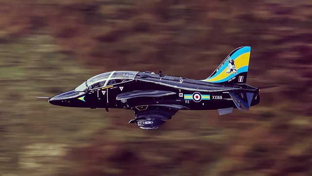 Hawk T1 'Sphinx' Low level sortie taken from Cad East down at the Mach Loop in Wales