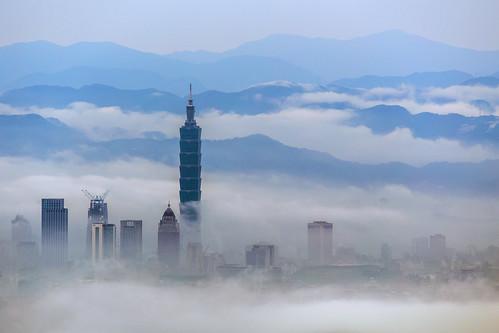 mist fog clouds taiwan taipei taipei101 台北 陽明山 daybreak 6d seaofclouds 70300 晨曦 台北101 天母古道 雲霧 ef70300mmf456isusm 小小黑 低空雲海