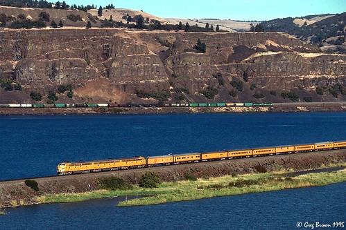 railroad up train columbiariver unionpacific columbiarivergorge e9 emdeunit