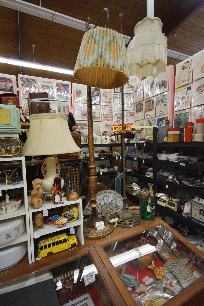 Tin Can Alley inside the Castle Rock Mercantile Antique Mall DSC01467