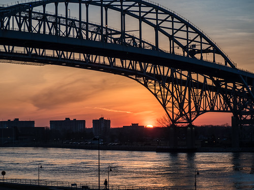 bridge sunrise dawn spring michigan april bluewaterbridge porthuron