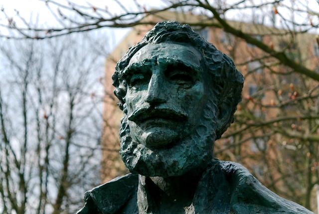 Bronz statue