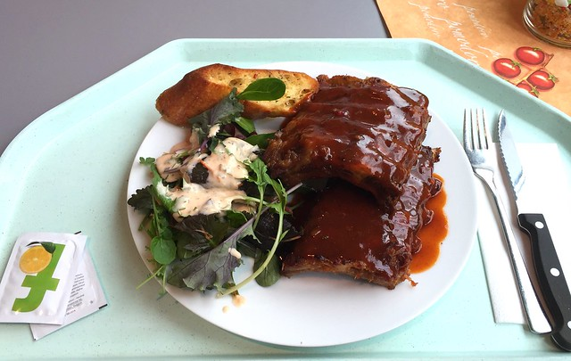 Oven-fresh spare ribs with honey BBQ sauce / Ofenfrische Spare Rips mit Honig-BBQ-Sauce