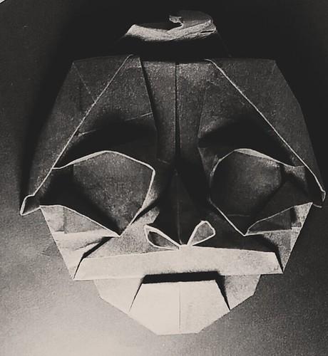 Masque de Tomoko Fuse #1 Papier tant 35*35 gris.   by louis-nicolas