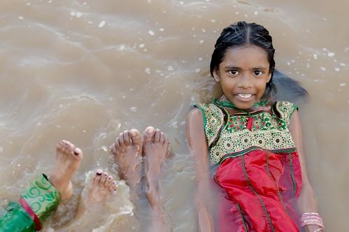 travel people india girl smile 50mm nikon asia religion joy holy hinduism tamilnadu southindia nikond3200 travelphotography kumbakonam indiangirl niftyfifty indianheritage mahamaham2016 southindiankumbamela2016