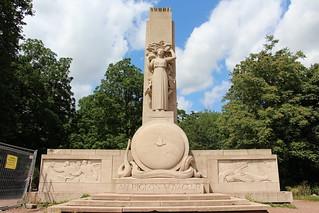 Lille - Monument Hommage aux Pigeon Voyageur
