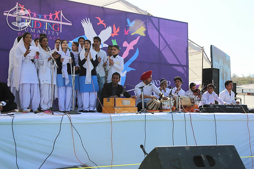Devotional song by devotees from Lansi