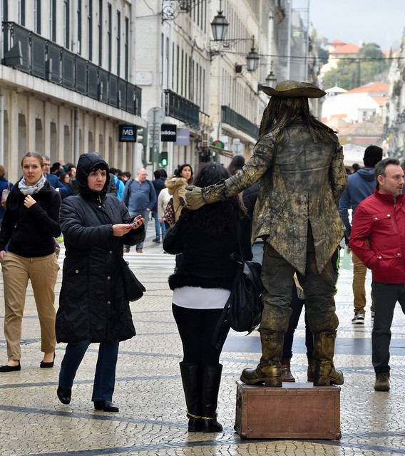 Living statue working