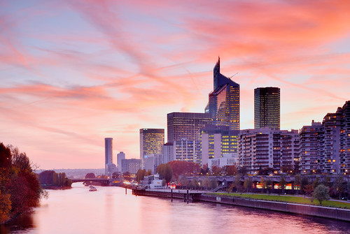 romantic pink sunset coucher coucherdesoleil romantique seine seineriver courbevoie hautsdeseine iledefrance france ladéfense skyline gratteciels immeubles buildings district business businessdistrict europedelouest europe westerneurope nikond750 nikon d750 tamron tamron2470mmf28 2470mm f28 sizuneye sizun eye gettyimages