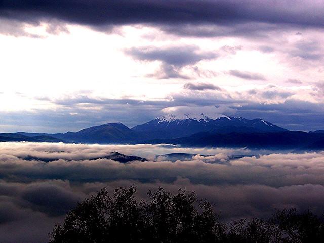La Valle dell'Agri e la cima del Monte Raparo con la prima neve